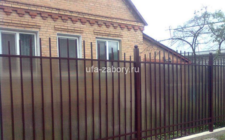 забор из поликарбоната и профильной трубы